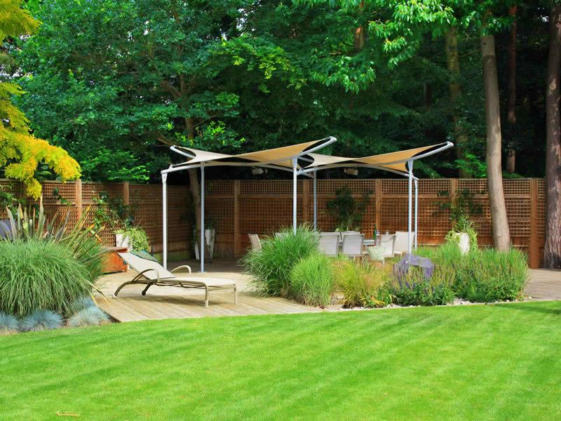 Country family garden caro garden design for Family garden designs