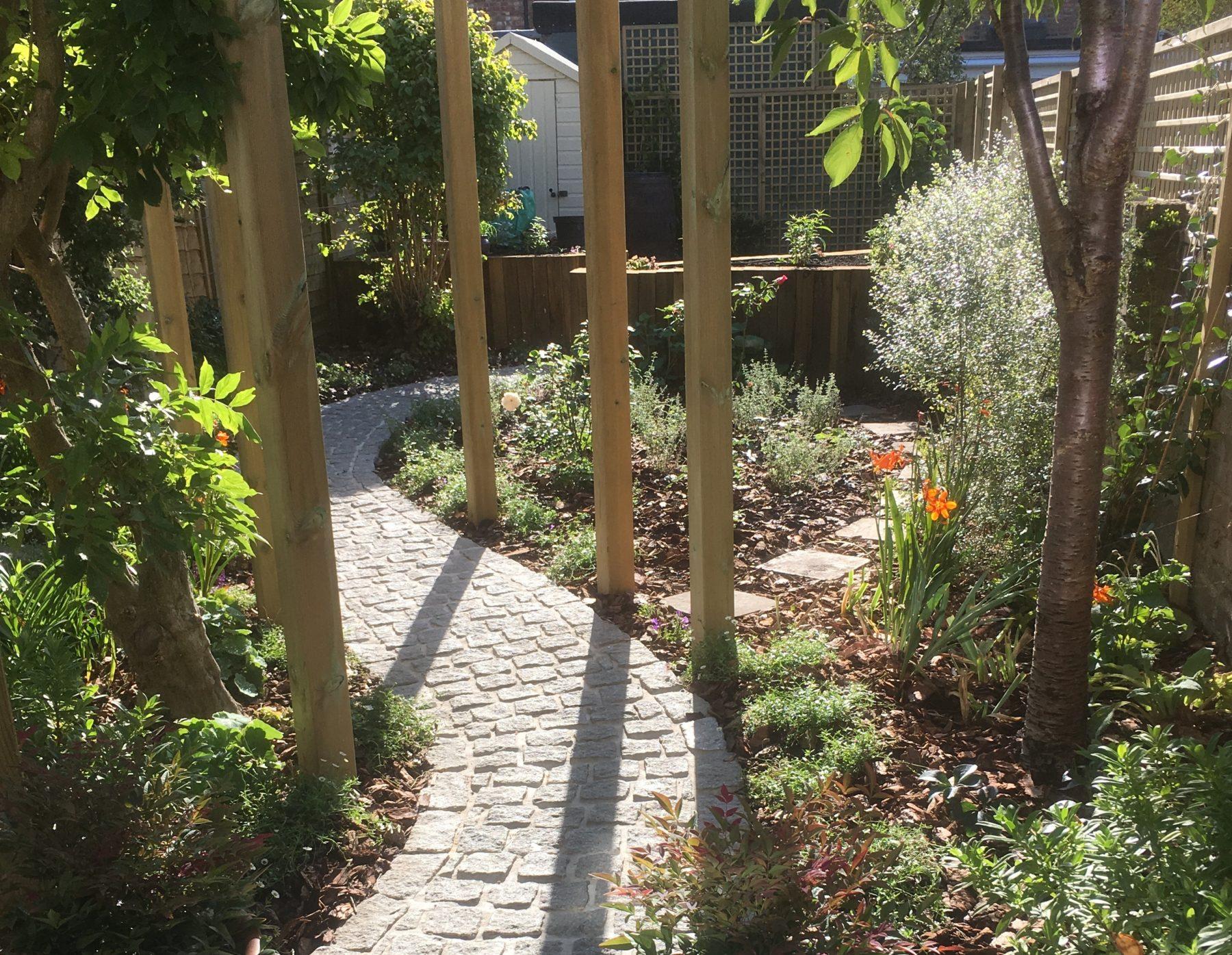 Country in the city - Caro Garden Design