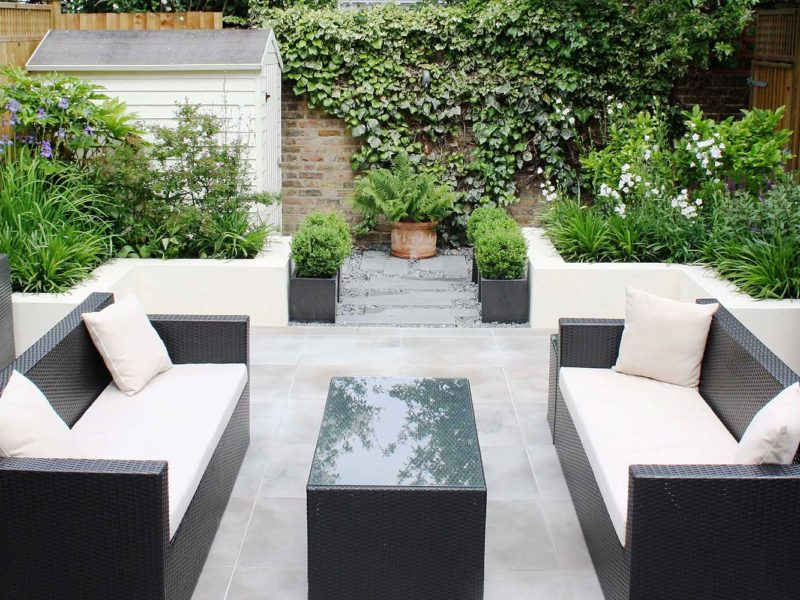 Contemporary urban garden - seating area