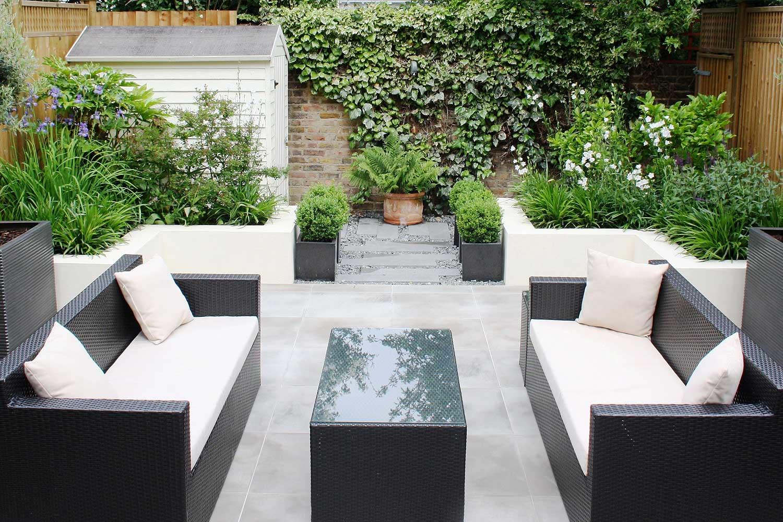 Contemporary urban garden - seating area