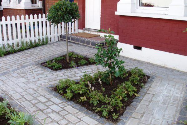 Urban simple garden - planting